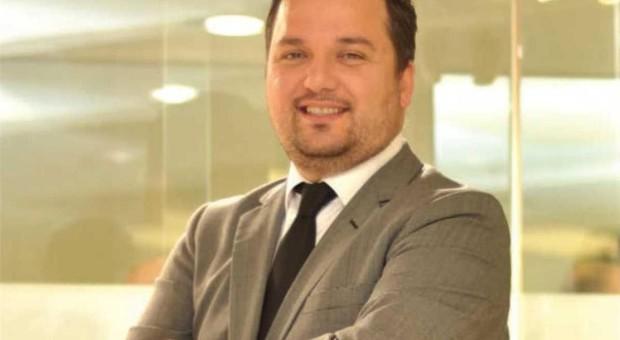 Altınsay Mağazası'nın Yönetim kurulu başkanı  Alp Taşlı, Altındaki indirimlere dikkat edilmesi gerektiğini söyledi.